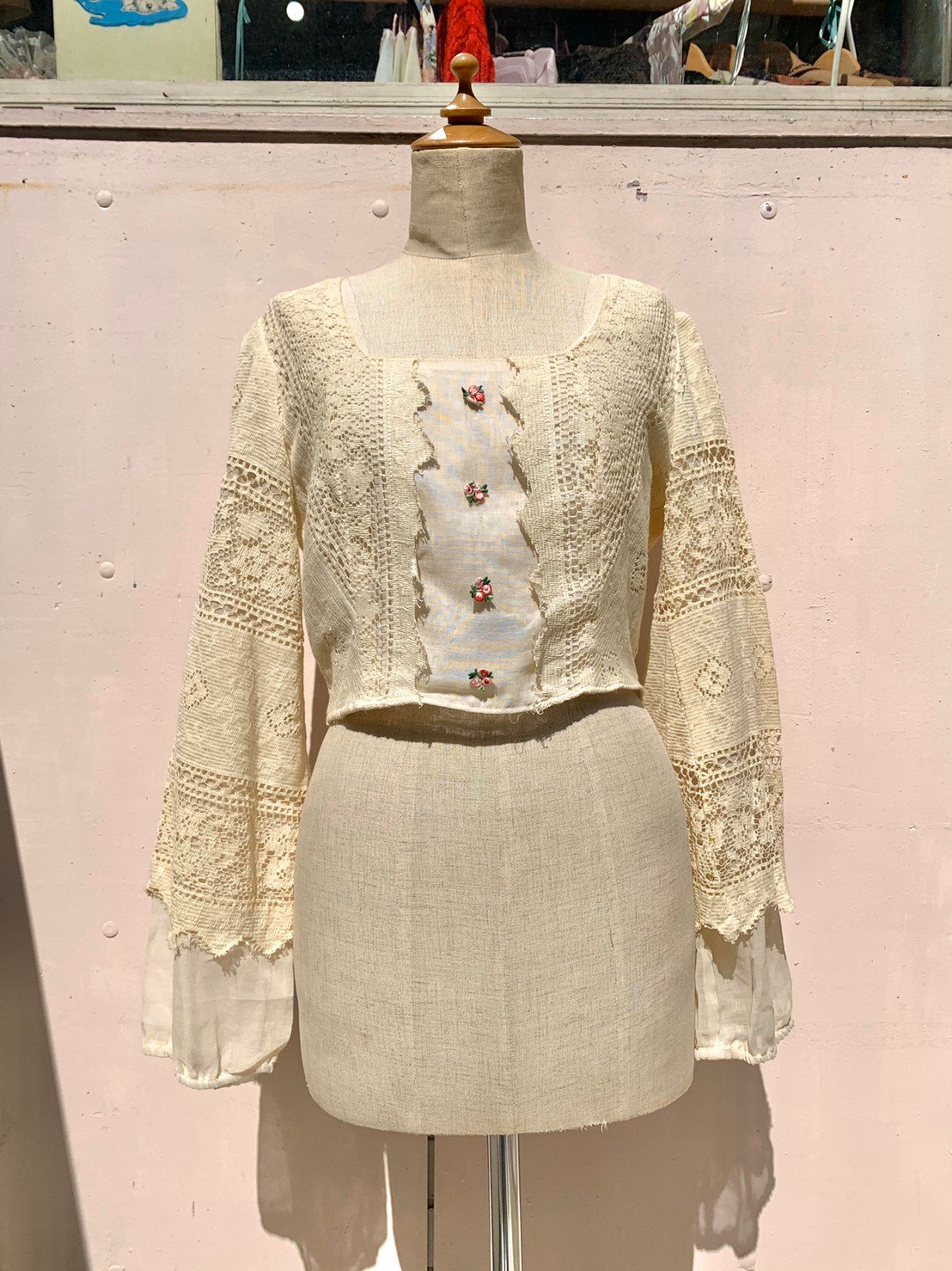 5.flower lace sleeve blouse