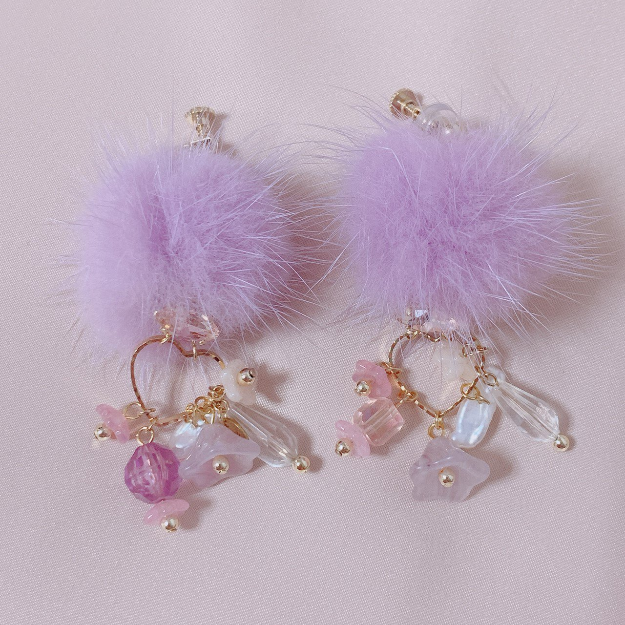 "mimi × tvm ""vintage parts earring"" ラベンダーファー"