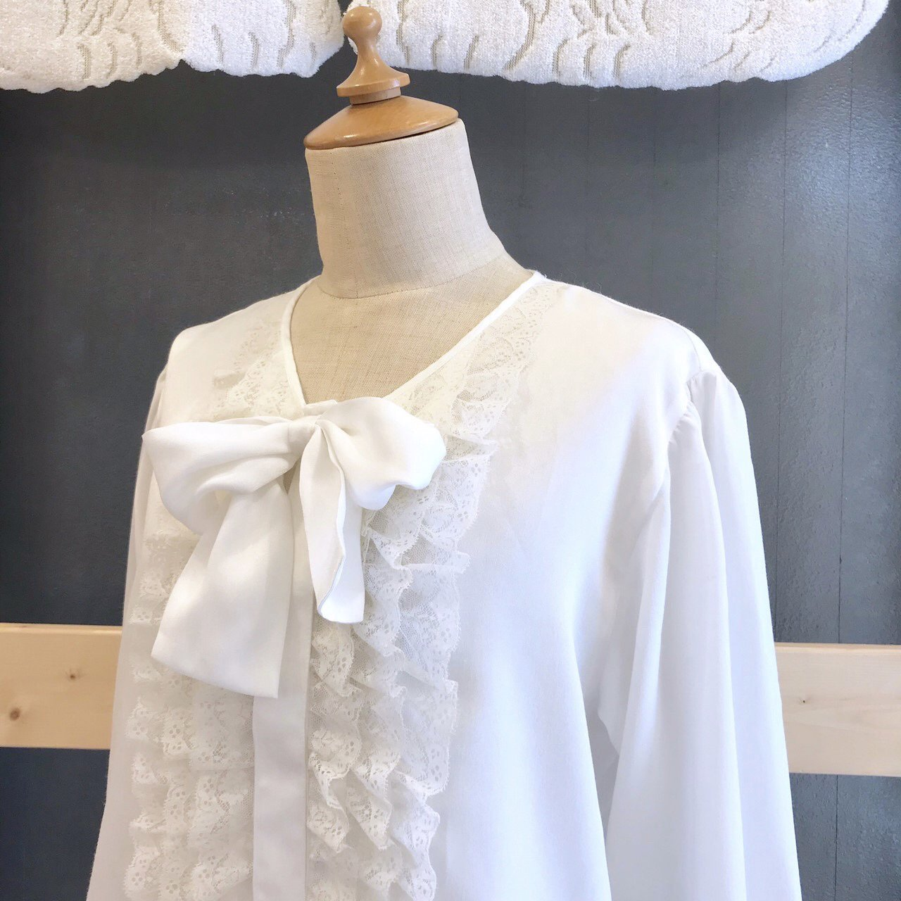 frill ribbon white blouse