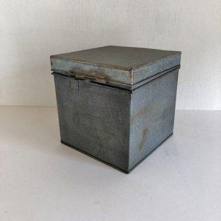 【新入荷】ティンボックス ブリキふた付きケース-立方 18.5cm角