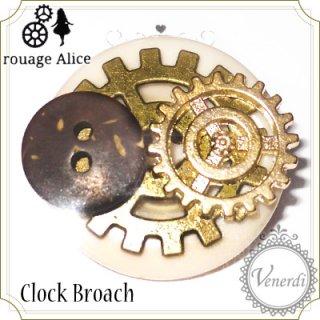 歯車とボタンのブローチ