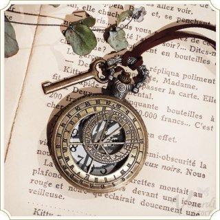 懐中時計 透かし彫りネックレス時計 羅針盤