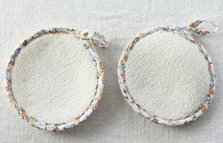 CO136 コースター/丸(白×オレンジ)・洋風・布・縁花柄