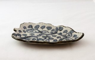 WP918 和皿/リーフ型(白×青)・唐草模様