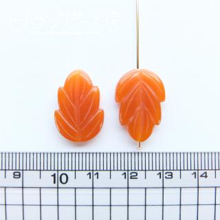 オレンジ葉っぱビーズ2個