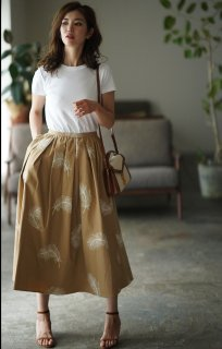 フェザー刺繍フレアスカート