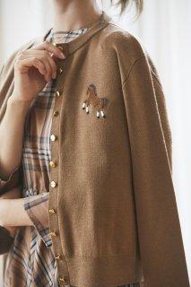 【予約枠追加】【10月初旬配送】ワンポイント刺繍カーディガン(キャメル)