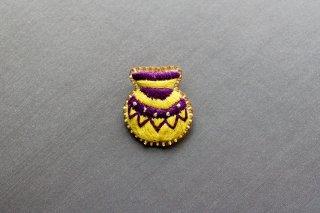 弥生土器の刺繍ブローチ