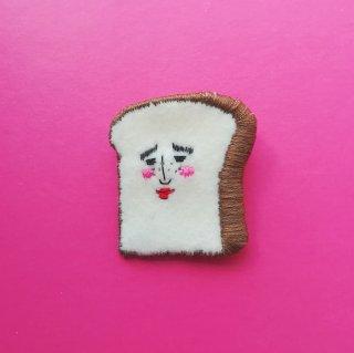 食パンさんの刺繍ブローチ