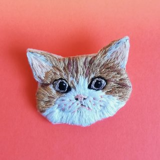 猫の刺繍ブローチ