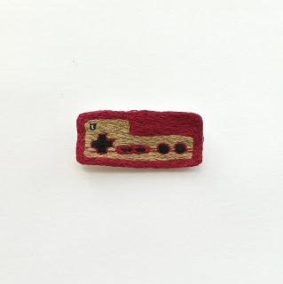 コントローラー(M)の刺繍ブローチ