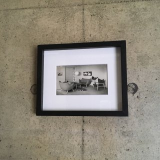 "【送料無料】Framed photo: Sofa ""Poet"" & Easy chair by Finn Juhl in 1941"