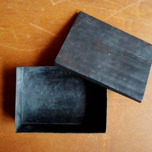 黒い鉄の箱