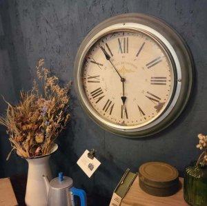 シルバー・壁掛け時計・ウォールクロック・電池式・アンティーク調