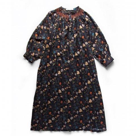 "Porter des boutons ""LIBERTY PRINTスモッキング刺繍ドレス"""