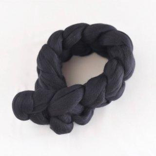 肌にやさしい幸せな天然素材、メリノウールのモコモコミニマフラー(ブラック)/SACHE