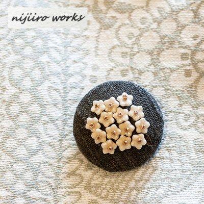 nijiiro works(ニジイロワークス) 備後絣の生地を使ったお洒落なブローチ レディースのかわいいブローチ