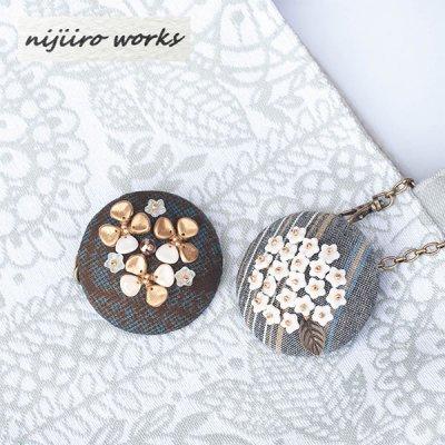 nijiiro works 亀田縞と大島紬の生地を使ったブローチにもなるバッグチャーム レディースかわいいブローチ