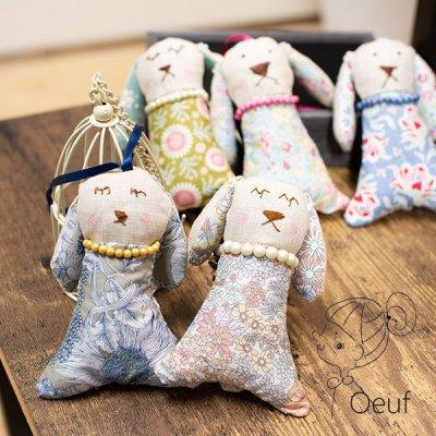Oeuf(ウフ) リバティの生地を使った可愛いネックレス ループ付きたれ耳ウサギの可愛いサシェ