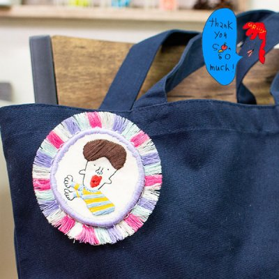 uRiiiy(ウリ) カラフルで可愛い 刺繍 ブローチ  刺繍ブローチシリーズのチョコレートくんブローチ