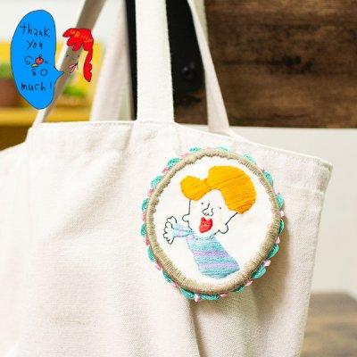 uRiiiy(ウリ) カラフルで可愛い 刺繍 ブローチ  刺繍ブローチシリーズのキャラメルくんブローチ