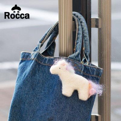 Rocca(ロッカ) 木馬フェルトブローチ フェルト素材が温かみのある木馬ブローチ