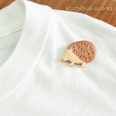 kuchibueworks(クチブエワークス) ハリネズミ陶器ブローチ お洋服やバッグのワンポイントとして
