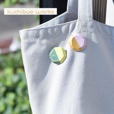 kuchibueworks(クチブエワークス) 配色カラー陶器ブローチ 配色カラーがお洒落な陶器ブローチ