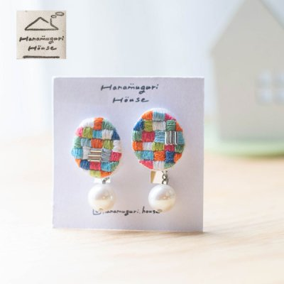 Hanamuguri&Hanamuguri house 刺繍ネジ式イヤリング 色の組み合わせがお洒落なネジ式イヤリング