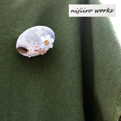 nijiiro works(ニジイロワークス) リバティプリントの生地を使ったお洒落なブローチ 多色使いの小花柄をプ