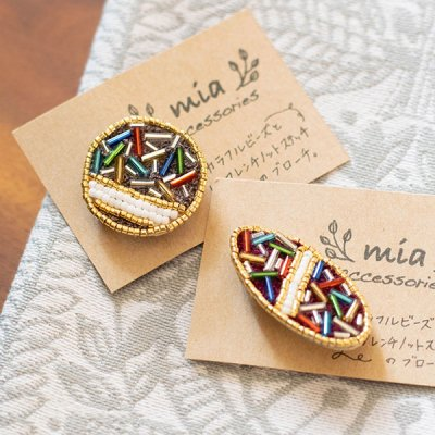 mia(ミア) カラフルビーズとフレンチノットステッチの刺繍ブローチ カラフルなビーズを使ったお洒落なブロ