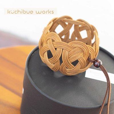 kuchibueworks(クチブエワークス) 軽くて丈夫な素材のコーヒー染めラタンバングル 洋服やバッグにも合うア