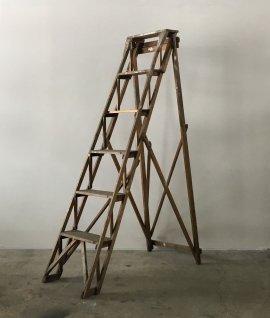 Antique step ladder (L)