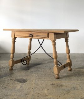 Spanish table From France