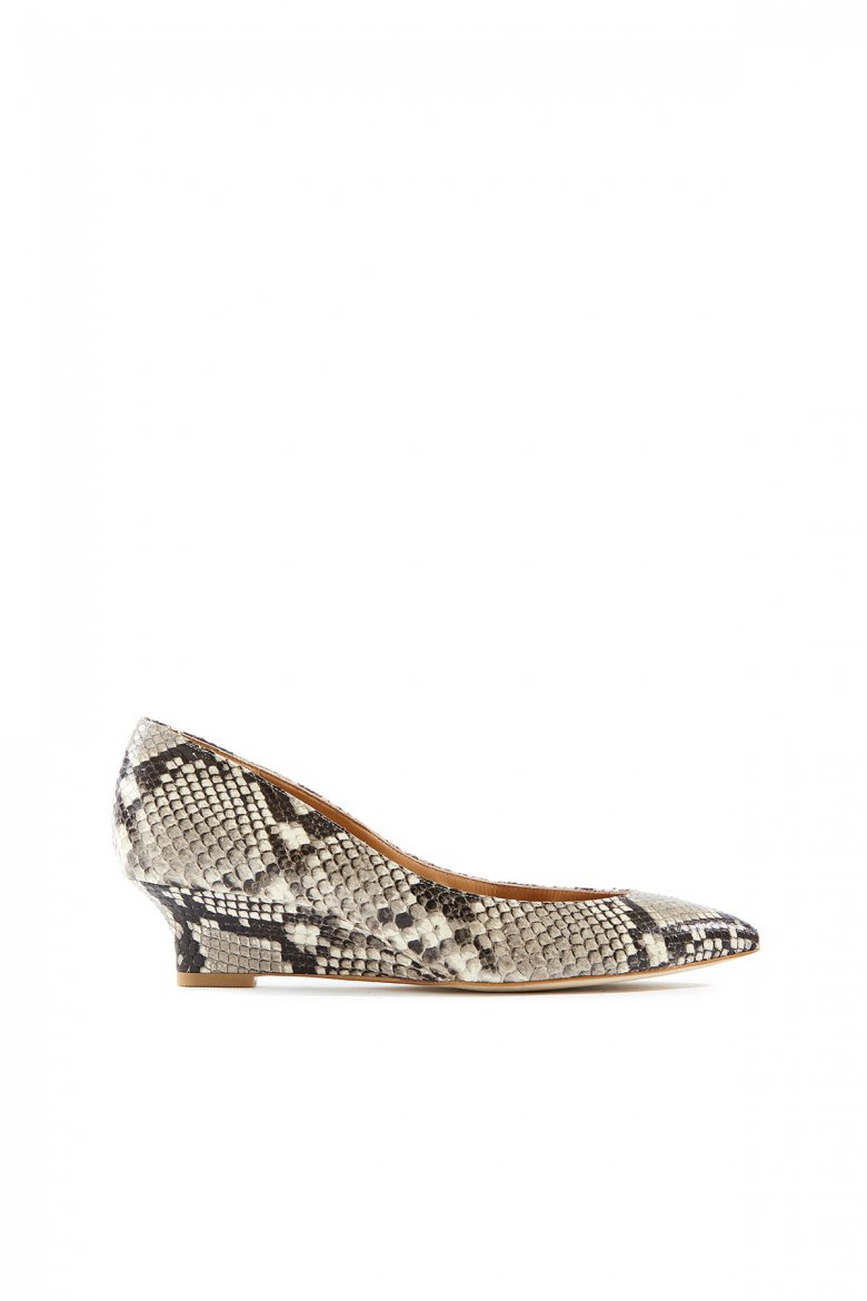 THE POINTED WEDGE 40(IVORY)