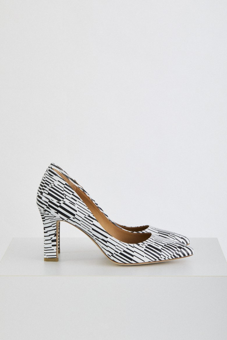 POINTED MUSE 85(BLK×WHT)
