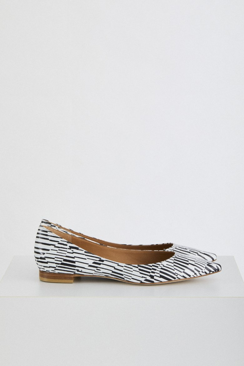 THE FLAT POINTED(BLK×WHT)