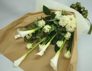 ラインのある白い花束