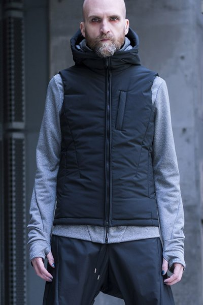 <img class='new_mark_img1' src='//img.shop-pro.jp/img/new/icons2.gif' style='border:none;display:inline;margin:0px;padding:0px;width:auto;' />【18FW予約】TRANSFORM COVERED VEST