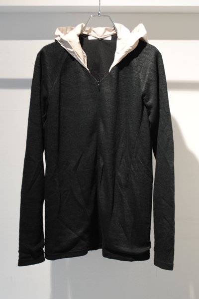 <img class='new_mark_img1' src='//img.shop-pro.jp/img/new/icons20.gif' style='border:none;display:inline;margin:0px;padding:0px;width:auto;' />【50%OFF】CONVERSION HOOD V-NECK