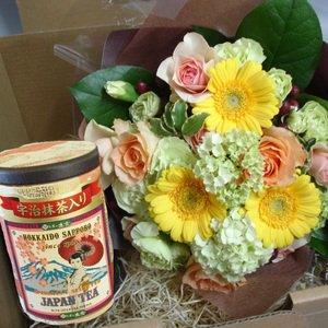 お茶の土倉さんのとのコラボ品『お茶と季節の花束のギフトボックス』
