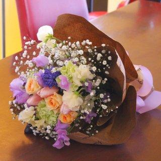 春のお花とカスミ草の花束