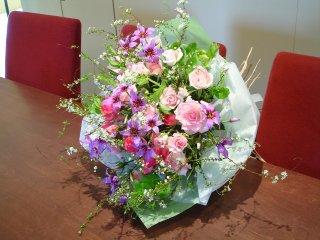 雪柳とローズの花束
