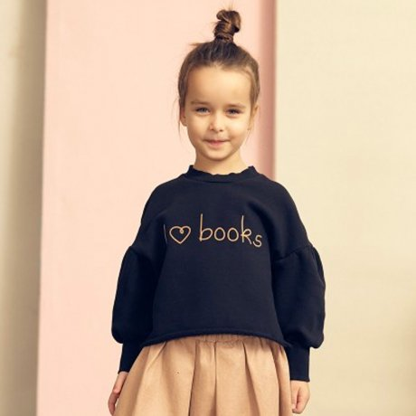 <img class='new_mark_img1' src='https://img.shop-pro.jp/img/new/icons21.gif' style='border:none;display:inline;margin:0px;padding:0px;width:auto;' />KIDS ON THE MOON I LOVE BOOKS SWEATSHIRT AW18/02A