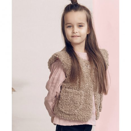 <img class='new_mark_img1' src='https://img.shop-pro.jp/img/new/icons21.gif' style='border:none;display:inline;margin:0px;padding:0px;width:auto;' />KIDS ON THE MOON GERDA  FAUX FUR VEST AW18/26A