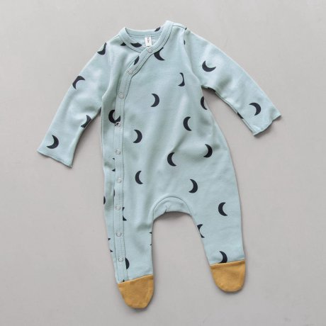 <img class='new_mark_img1' src='https://img.shop-pro.jp/img/new/icons8.gif' style='border:none;display:inline;margin:0px;padding:0px;width:auto;' />Organic Zoo / Midnight Suit with contrast feet Cloud