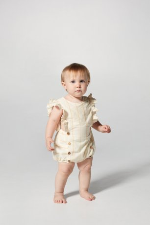 <img class='new_mark_img1' src='https://img.shop-pro.jp/img/new/icons8.gif' style='border:none;display:inline;margin:0px;padding:0px;width:auto;' />yellowpelota / Norma Stripe Romper / Yellow / SS20-12.1-RN15