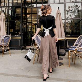 韓国セッチアップ❤バックリボンがおしゃれなトップスとプリーツが大人ファッションのパンツの組み合わせ!