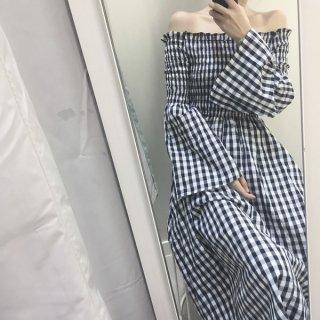 韓国ワンピース❤韓国ファッション ギンガムチェックでオフショルダー、袖フレアの流行の要素のミモレ丈ワンピ