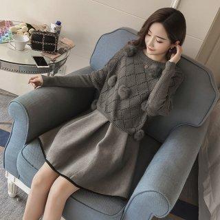 韓国即納有ワンピース❤とっても可愛いボンボン付ニットトップスのついた切り替えワンピ